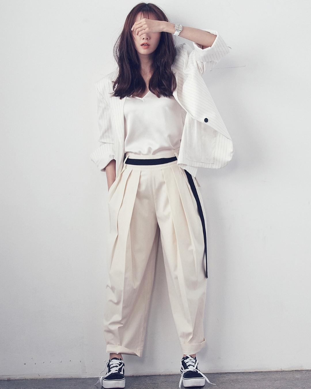 少女时代 新闻列表 > 新闻详情   22日,允儿通过ins公开参与韩国杂志