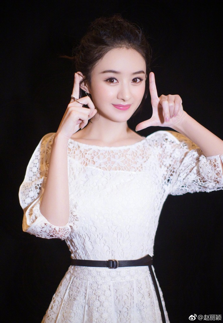 2017赵丽颖2018江苏卫视跨年演唱会 高清图片大全 爱豆app