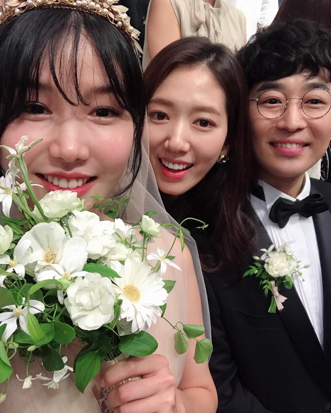 [新闻]180916 朴信惠出席好朋友婚礼现场 亲自为好友送上结婚祝语
