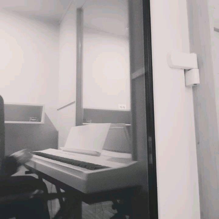 [分享]181016 爀儿变身瑞恩·爀斯林 用钢琴演奏电影《lalaland》OST
