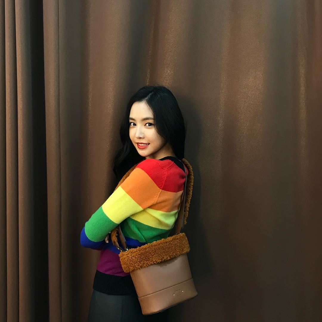 [新闻]181213 今天的娜恩是彩虹色 妥妥的私服女神