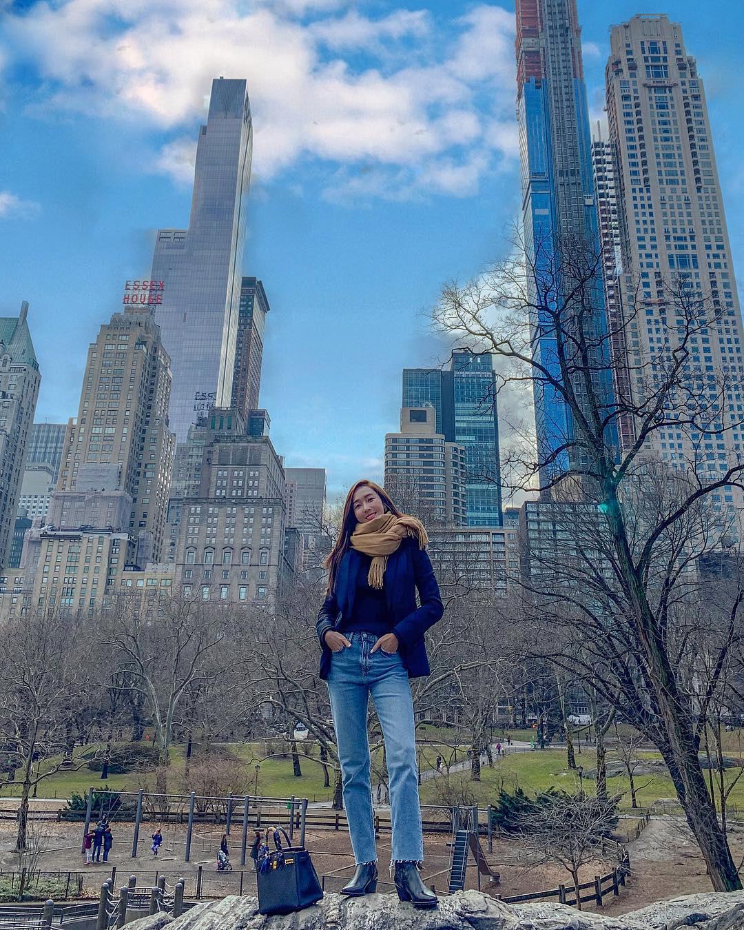 [分享]190214 巨大都市中的小小身影 郑秀妍在高楼大厦中拍出逆天大长腿