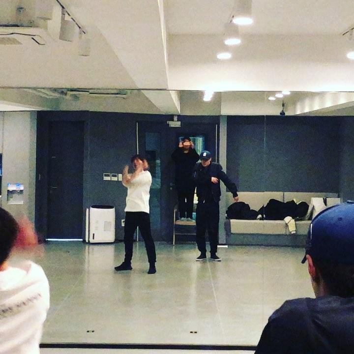 [分享]190527 艺兴练习室舞蹈视频公开,大航海巡演倒计时ing