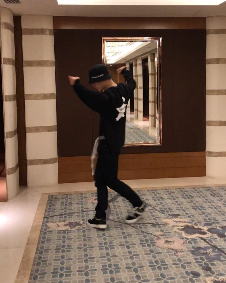 """[新闻]190720 """"才气与实力兼具""""张艺兴完美演绎即兴舞蹈"""