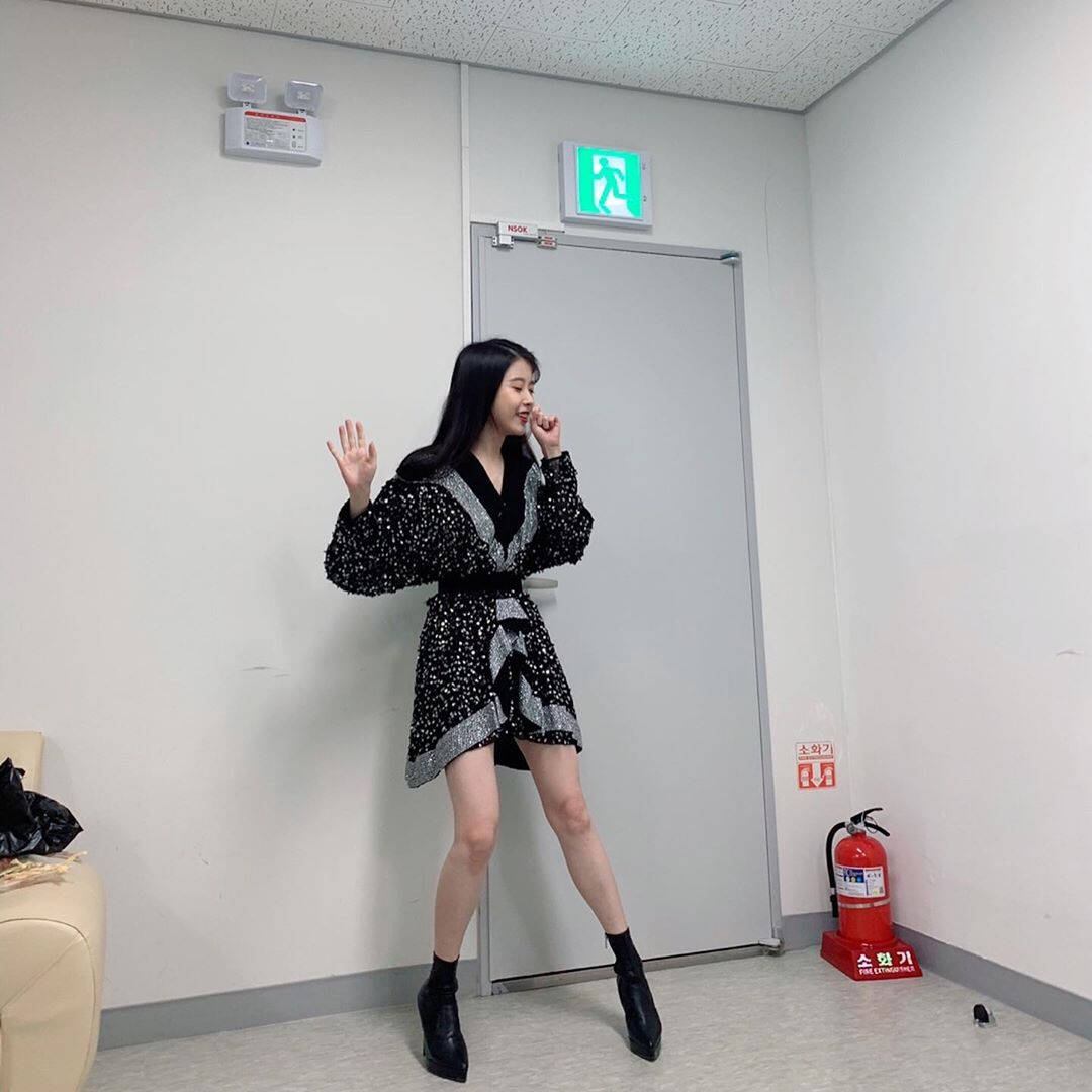 [IU][分享]190817 演员IU变身歌手IU模式 兴致爆发热情演唱ing~