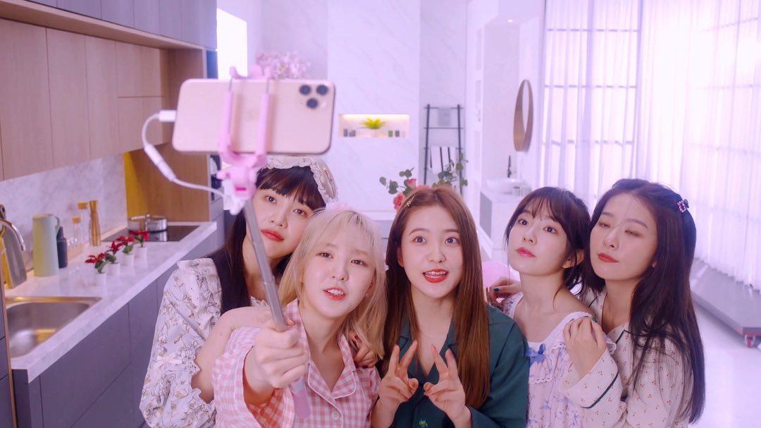[Red Velvet][分享]191202 RV演唱会VCR拍摄花絮公开 台前幕后都超绝可爱~
