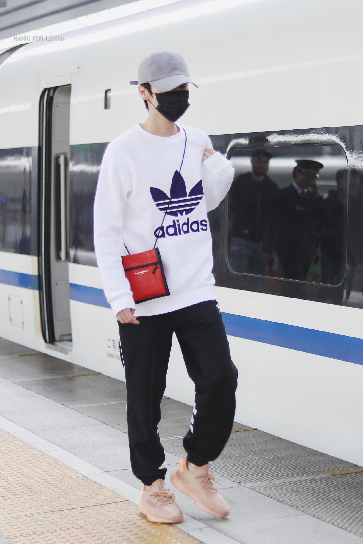 [分享]200403 鹿晗时髦私服穿搭合集 时尚帅气行走的画报少年就是你