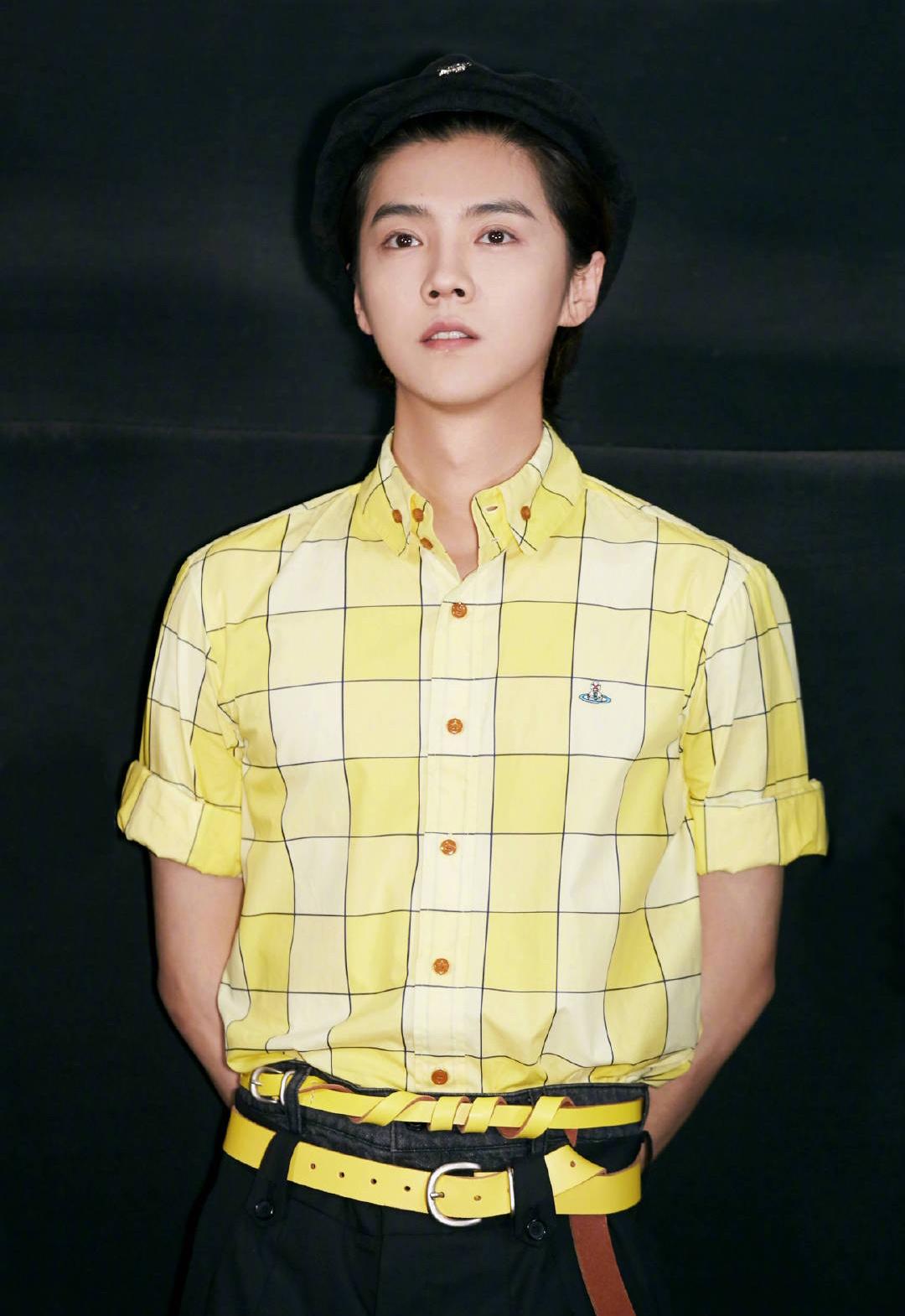 [分享]210612 分享鹿晗的时尚小心机 日常的半袖也能穿出时尚